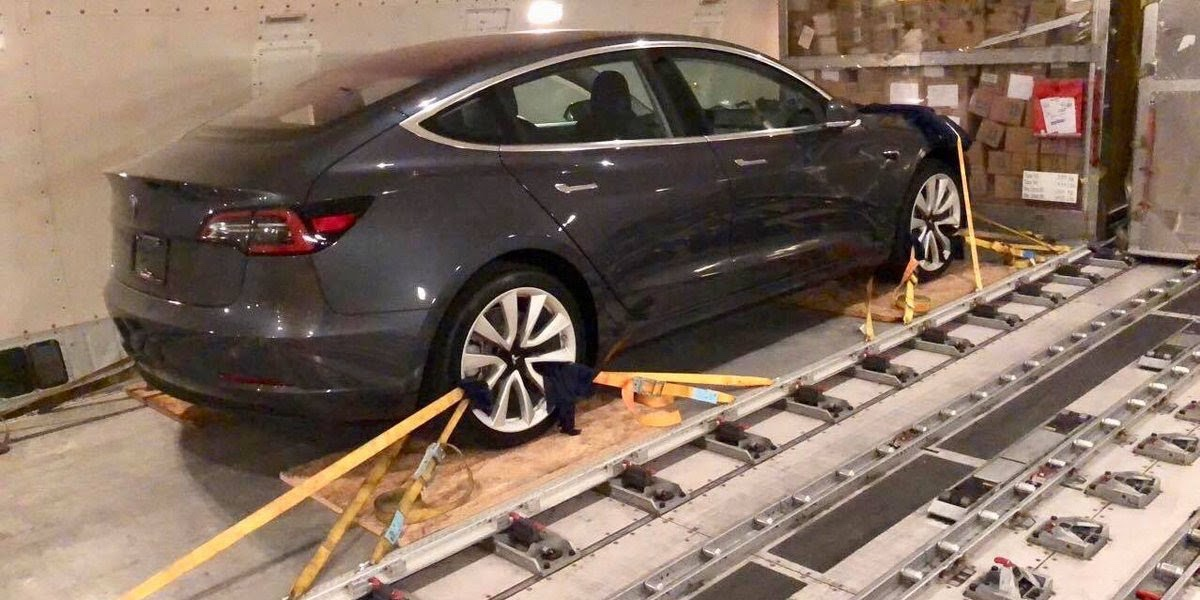 """Le case Tedesche ammettono: """"Tesla Model3 vale più di quello che costa"""""""